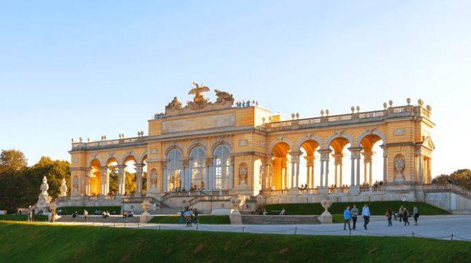 Cafe Gloriette - Schloss Schönbrunn, Wien In Der Nachmittagssonne